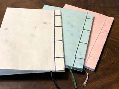 写真:和綴じノート作り